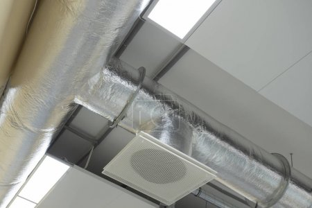 Air conditioning system attched to ceiling