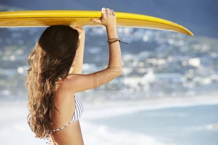 Surfer brunette woman
