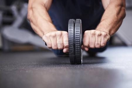 guy using exercise wheel