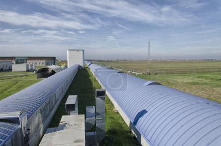 Photo pour Vue du bras ouest interféromètre Virgo - image libre de droit