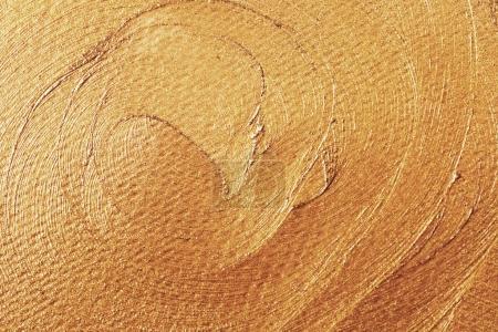 Photo pour Doré brillant texture course faite avec pinceau et peinture dessinés à la main. Or abstrait. Parfait cadre festif - image libre de droit