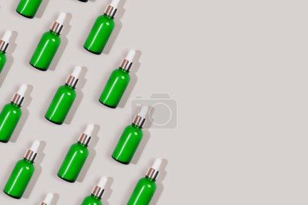 Photo pour Motif fabriqué avec une bouteille de cosmétique écologique. Style laqué. - image libre de droit