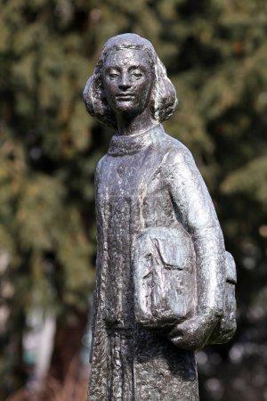 Photo pour Statue d'Anne Frank à Amsterdam, Pays-Bas - image libre de droit