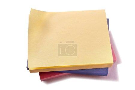 Photo pour Pile de divers différents post sticky blocs-notes - image libre de droit