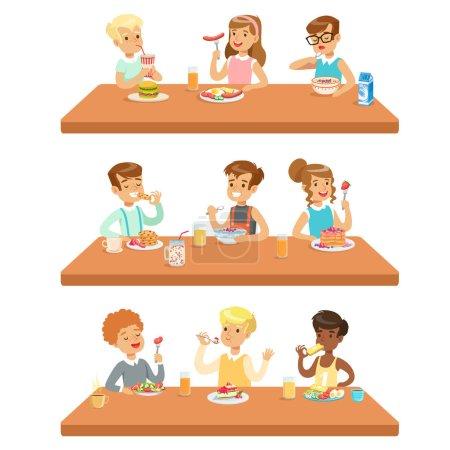 Kinder essen Frühstück und Mittagessen und trinken alkoholfreie Getränke Set von Zeichentrickfiguren genießen ihre Mahlzeit am Tisch sitzend