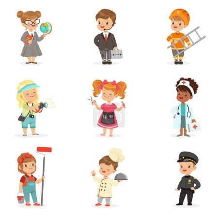 Photo pour Ensemble de professions de dessin animé pour les enfants. Petits garçons et filles souriants en vêtements de travail illustrations vectorielles isolés sur un fond bleu clair - image libre de droit