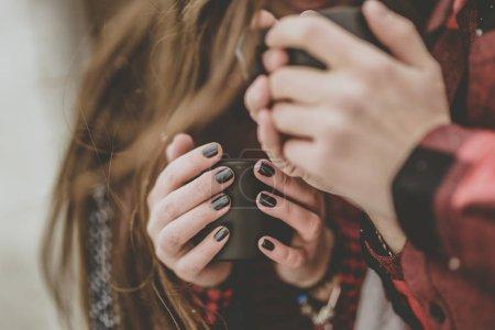Photo pour Moment délicat entre amoureux couple boire un café - image libre de droit