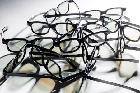 Lunettes 3D sur fond blanc. Structure des montures de lunettes .