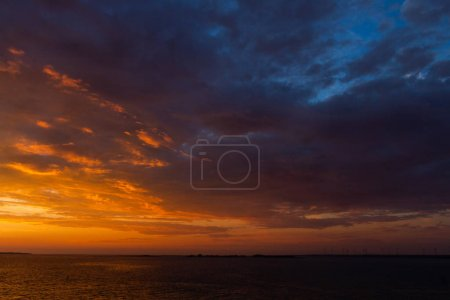 Photo pour Paysage marin au coucher du soleil - image libre de droit
