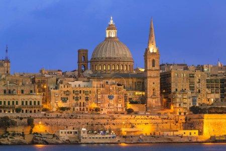 Photo pour Malte, La Valette au crépuscule - image libre de droit