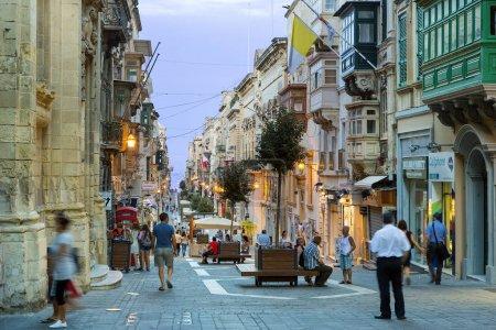 Photo pour Malte, rue principale à La Valette - image libre de droit