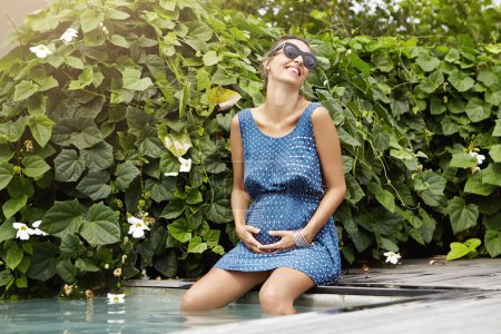 expectant mother in sunglasses