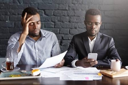 dark-skinned entrepreneurs sitting at restaurant table