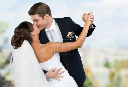 mariés dansant