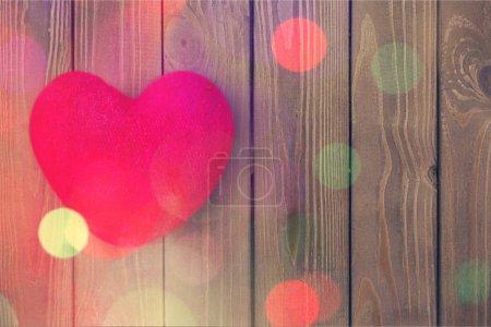 Photo pour Coeur lumineux rouge sur fond - image libre de droit