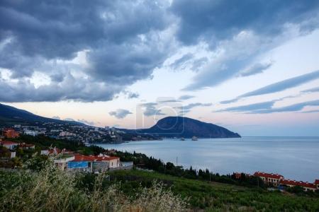 Photo pour Crimée Artek Ours Montagne paysage marin soir - image libre de droit