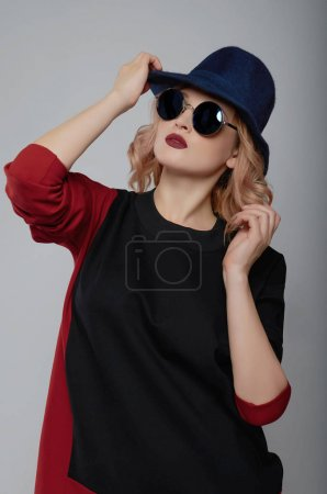 Photo for Beauty fashion young woman in hat and sunglasses.elegant stylish girl - Royalty Free Image