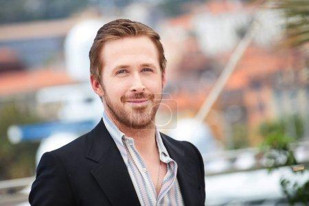 Ryan Gosling making selfies at