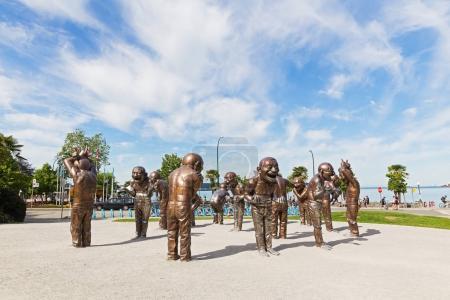 Photo pour L'installation montre ludique, la joie et la gamme de mouvements dans un état de rire . - image libre de droit