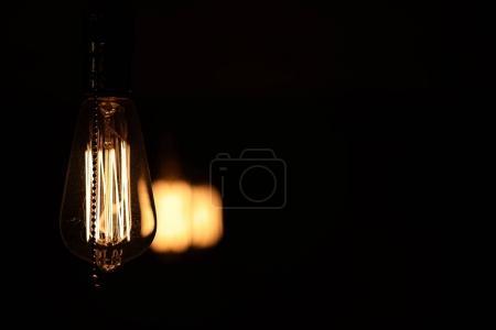Photo pour Lampes à filament de tungstène. Ampoule Edison. Filament à incandescence dans les lampes vintage. Design rétro d'ampoules. - image libre de droit