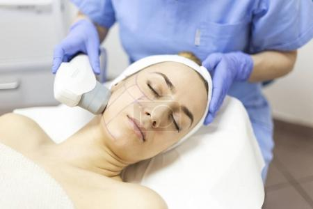 Cosmetic treatments for the skin in the beauty salon
