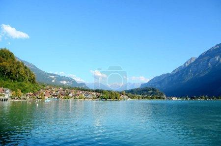 Photo pour Vue depuis le lac Brienz, Suisse - image libre de droit