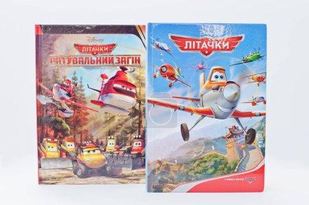 Foto de Hai, Ucrania - 28 de febrero de 2017: Libro de producción de animación Disney peliculas dibujos animados juegos de aviones sobre fondo blanco. - Imagen libre de derechos