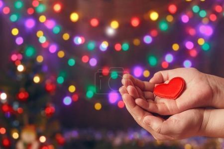 Photo pour Fais de bonnes choses. Créez de bonnes actions. Charité et miracle. Noël et Nouvel An humeur. Contexte festif. Pour rendre les gens heureux. Miracle de Noël. Fondation caritative. Un coup de main. Donne l'amour. Vacances . - image libre de droit