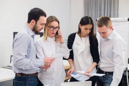 gruppe von office arbeitnehmer treffen ideen