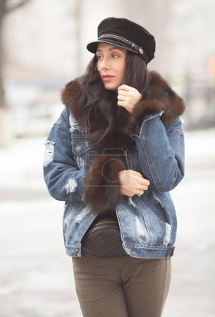 Foto de Retrato de mujer joven invierno - Imagen libre de derechos