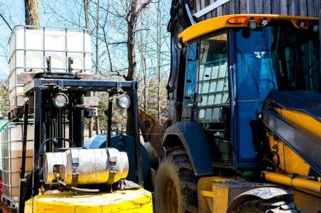 Photo pour Équipement lourd dans la forêt, Canada - image libre de droit