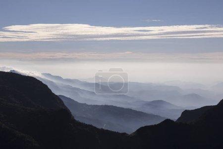 Foto de El Parque Nacional Horton Plains, Sri Lanka. Fin del mundo precipicio - Imagen libre de derechos