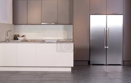 Foto de Imagen de una brillante y espaciosa cocina en estilo moderno - Imagen libre de derechos