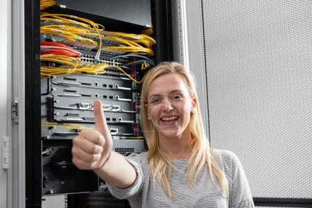 Photo pour Affaires, gens et la technologie concept - femme souriant heureux - image libre de droit