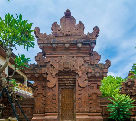 Photo pour Porte d'un temple hinduiste à Bali, Indonésie. - image libre de droit