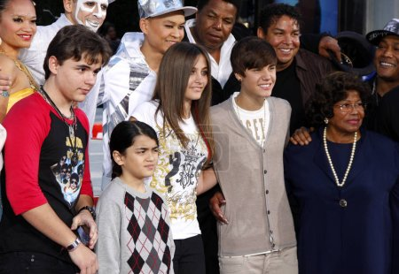 Justin Bieber, Prince Michael, Blanket and Paris Jackson