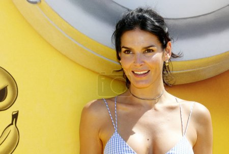 actress Angie Harmon at the