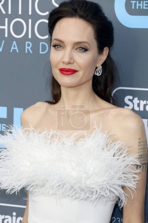 актриса Анджелина Джоли на