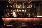 Alkohol nápojů v baru