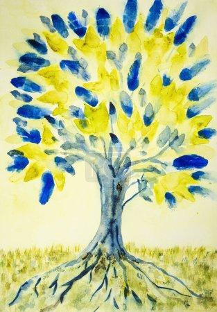 Photo pour Art populaire arbre de vie avec des feuilles jaunes et bleues. La technique de tamponnage donne un effet de mise au point douce en raison de la rugosité de surface altérée du papier - image libre de droit