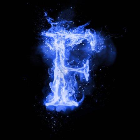 Lettre de feu F de la flamme allumée