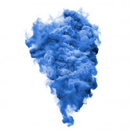 Foto de Pintura polvo explosión o color líquido splash y partículas explosión aislada sobre fondo blanco. Glitter color azul explotar con efecto de textura brillo brillante para diseño de fondo cosmético de moda - Imagen libre de derechos