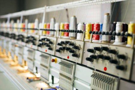 Photo pour Ligne de production de machines pour l'industrie textile - image libre de droit