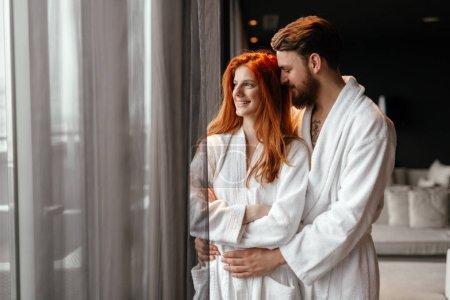 Photo pour Couple profitant week-end bien-être et moments sereins ensemble - image libre de droit