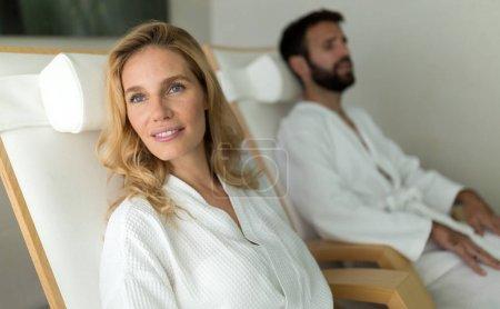 Photo pour Couple bénéficiant de soins spa spa spa - image libre de droit