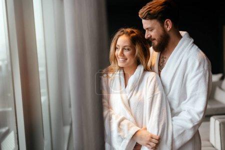 Couple profitant de week-end bien-être et sérénités moments ensemble