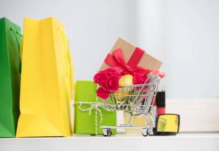 shopping bags and make up set