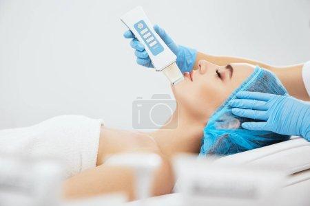 Girl on procedure of ultrasonic peeling