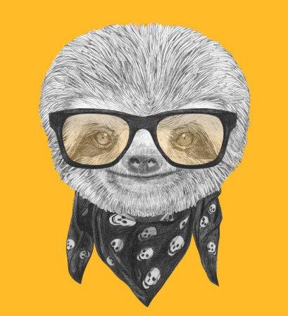 Photo pour Portrait de paresseux avec lunettes de soleil miroir et écharpe sur fond jaune, illustration dessinée à la main - image libre de droit