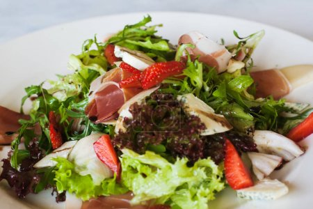 Salad lettuce with parma ham and blue cheese